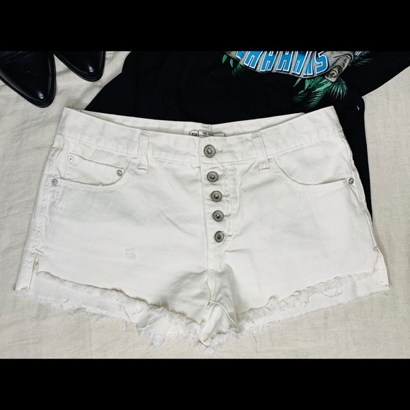 Free People Pants - Free people off white shorts with buttons details.
